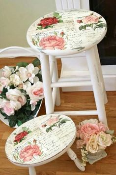 10 Sparkling Tips: Shabby Chic Bedroom Brown shabby chic chairs shades.Shabby Chic Home Beautiful Bedrooms. Shabby Chic Stool, Muebles Shabby Chic, Shabby Chic Mode, Shabby Chic Kitchen, Shabby Chic Cottage, Vintage Shabby Chic, Shabby Chic Furniture, Painted Furniture, Rustic Furniture