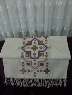 Discover thousands of images about Masa örtusu Stitch Patterns, Knitting Patterns, Bargello, Needle And Thread, Needlework, Cross Stitch, Quilts, Blanket, Sewing