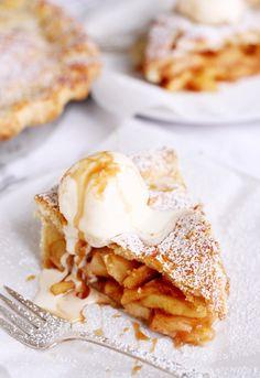 American Apple Pie Taste of Travel Catherine&PecanPieRecipe Fall Dessert Recipes, Köstliche Desserts, Apple Desserts, Fall Recipes, Delicious Desserts, Fried Apples Recipe Easy, Apple Recipes Easy, American Apple Pie, American Cake