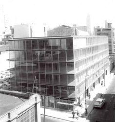 Edificio de Seguros Tepeyac, Humboldt 56 esq artículo 123, Colonia Centro, México DF 1959 (remodelado). Arq. Augusto H. Álvarez