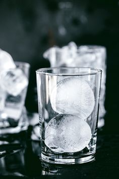 Take your ice cube game to a new level with these tips from @Luvoinc #IceCube #Cocktail
