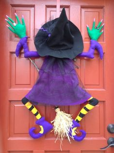 Dulceros Halloween, Moldes Halloween, Halloween Witch Wreath, Halloween Witch Decorations, Adornos Halloween, Halloween Sewing, Halloween Deco Mesh, Halloween Crafts For Toddlers, Halloween Disfraces