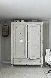 cupboard would like this and fix it to hold my TV in bedroom.
