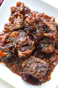 Red Wine and Chipotle Braised Oxtails This decadent recipe is flavored with savory pancetta fat and spicy chipotles for layer upon layer of braised goodness. The post Red Wine and Chipotle Braised Oxtails & Piece of Meat appeared first on Oxtail recipes . Oxtail Recipes Crockpot, Meat Recipes, Cooking Recipes, Braised Oxtail, Oxtail Stew, Super Healthy Recipes, Healthy Dinner Recipes, Carne, Barbecue Pork Ribs