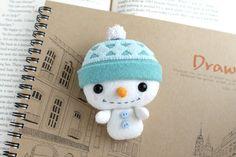 Etsy の PDF Pattern  Felt Snowman Nogget Plush by typingwithtea