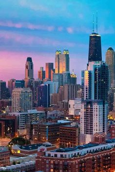 How to plan a trip to Chicago during winters Chicago is a popular city that millions of leisure travelers love to visit each year. Chicago Usa, Chicago City, Chicago Skyline, Chicago Illinois, Chicago Hope, Milwaukee City, Places To Travel, Places To Visit, Nova Orleans