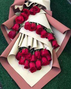 Valentine Flower Arrangements, Beautiful Flower Arrangements, Creative Flower Arrangements, Valentine Bouquet, Valentines Flowers, Valentine Nails, Kids Valentines, Valentine Ideas, Flower Bouquet Diy