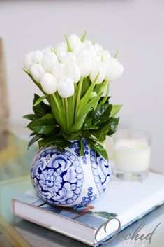 3 bunches of pristine white tulips glowing with that classic kind of beauty no one can resist. This enthralling flower arrangement sits stylishly in an elegant ceramic vase with intricate design. Blue And White Vase, White Tulips, Home Design, Pot Pourri, Chinoiserie Chic, Decorated Jars, Ginger Jars, White Decor, Classic Beauty