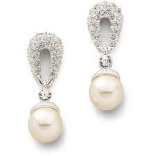 A simple pearl earring is a good choice with this dress.