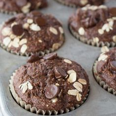 Healthy Oatmeal Muffins - Most muffins = junk food! These use no refined sugar, . Healthy Oatmeal Muffins – Most muffins = junk food! These use no refined sugar, no oil and no flo Chocolate Muffins, Chocolate Chip Oatmeal, Healthy Chocolate, Cocoa Chocolate, Chocolate Chips, Nutritious Snacks, Healthy Desserts, Healthy Drinks, Healthy Food