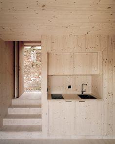 Chalet by Joachim Fritschy, foto © Rasmus Norlander Cabin Design, House Design, Design Design, Interior Architecture, Interior And Exterior, Plywood Interior, Interior Minimalista, Wooden Cabins, Minimalist Interior
