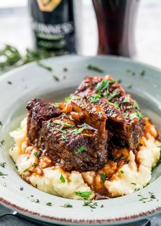 These melt-in-your-mouth Guinness Braised Short Ribs are hearty, super comforting and incredibly delicious, slowly cooked in stout, beef broth and lots of fresh herbs. Irish Desserts, Asian Desserts, Irish Stew, St Patricks Day Essen, Irish Dinner, Beef Recipes, Cooking Recipes, Irish Food Recipes, Beef Ribs Recipe