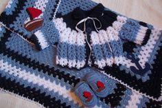 Conjunto de crochê, em lã para bebê, antialergênica.    Tema: marinheiro - em azul claro, marinho e branco  3 peças: manta, casaquinho e sapatinho    Tamanho: RN