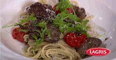 Lagris | Spaghetti s pečenými lístky šalvěje, cherry vínem, kachními játry a sýrem Chebris Spaghetti, Beef, Ethnic Recipes, Food, Meals, Yemek, Spaghetti Noodles, Steak, Eten
