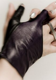 Not Just a Label Mila Revolver Gloves, leather, fingerless Allison Argent, Dandy, Mythos Academy, Pinup, Steampunk, Top Mode, Latest Fashion For Women, Womens Fashion, Heart Pendant Necklace