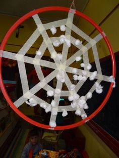 Spinnenweb, wollenballetjes gooien.