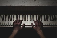 piano keys musician -  piano keys musician free stock photo Dimensions:2509 x 1673 Size:0.59 MB  - http://www.welovesolo.com/piano-keys-musician/