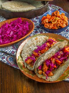 Moroccan Chicken Sweet Potato Gyros with Homemade Pitas and Red Cabbage Slaw - sounds yummy and looks gorgeous! Healthy Cooking, Cooking Recipes, Healthy Recipes, Cooking Videos, Healthy Eating, Cabbage Slaw, Red Cabbage, Moroccan Chicken, Tasty