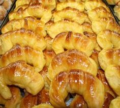 Morcillas, check out this pin for more Puerto Rican recipes in English. Sweet Desserts, Sweet Recipes, Argentina Food, Argentina Recipes, Mexican Sweet Breads, Bread Recipes, Cooking Recipes, Pan Dulce, Pan Bread
