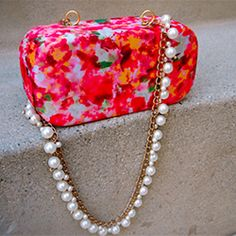 60225640f8eb To create a fancy evening bag, add a chain necklace to an eyeglass case Diy