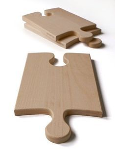 The Puzzleboard by OOOMS can be used in more ways than one: each board can be used on its own as a cutting board or serving plate or put some boards together and you have super-sized your workspace. New Gadgets, Cool Gadgets, Diy Cutting Board, Serving Board, Puzzle Pieces, Puzzle Board, Diy Hacks, Wood Design, Wood Crafts