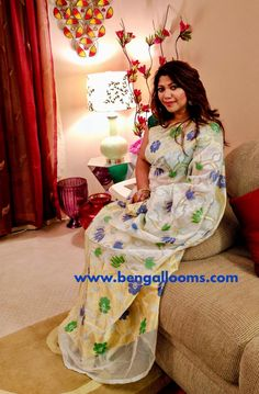 BengalLooms' Diva : Girl you dazzle in white ❤️ Papia , you look absolutely stunning in this Banarasi Net Minakari Saree.