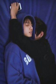 Kim Taehyung e Jeon Jungkook Bts Jungkook, Kim Namjoon, Kim Taehyung, Seokjin, Taehyung Fanfic, Jungkook Sleep, Taekook, Yoonmin, Foto Bts