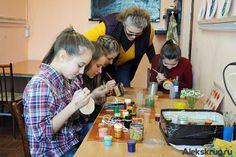 С 2002 года в ККЗ «Южный» под руководством Натальи Леонидовны Ушкало работает студия декоративно-прикладного творчества «Народные промыслы»....