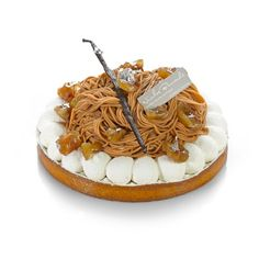 Mont-Blanc, une tarte meringue et crème de marron. I adore these. Used to eat them in Montreux in Switzerland, such a treat. Desserts Français, French Desserts, Plated Desserts, Cake Show, French Patisserie, French Pastries, Fancy Cakes, Fondant Cakes, How To Make Cake