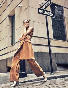35 ideas fashion editorial photography poses models for 2019 Inspiration Photoshoot, Style Photoshoot, Mode Inspiration, Photoshoot Fashion, Fashion Photo Shoot, Fashion Photography Poses, Fashion Photography Inspiration, Photography Women, Street Photography
