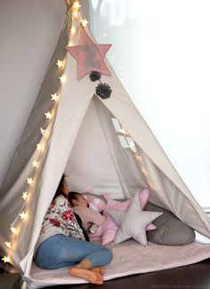 White tepee and pink details by Lab Kids Handmade - www.momeme.it