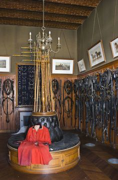 Equestrian Style 101 - The Glam Pad Equestrian Stables, Horse Stables, Horse Barns, Equestrian Decor, Equestrian Fashion, Horse Tack Rooms, Dream Stables, Dream Barn, Barn Plans