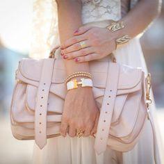 ¿Qué opinan de una bolsa de mano en color nude como un must de cualquier armario? http://www.linio.com.mx/moda/bolsas-de-mano/?utm_source=pinterest_medium=socialmedia_campaign=MEX_pinterest___fashion_bolsanude_20130822_20_sm=mx.socialmedia.pinterest.MEX_timeline_____fashion_20130822bolsanude20.-.fashion
