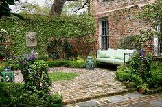 47 Beautiful French Courtyard Garden Design - Go DIY Home Brick Courtyard, French Courtyard, Small Courtyard Gardens, Small Courtyards, Small Gardens, Outdoor Gardens, Modern Courtyard, Courtyard Ideas, Modern Gardens