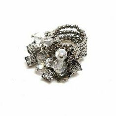 Seja onde for, as noites de sábado nunca são básicas! 💍❤🌃🌟😍 #anel #prata #cristal #strass #brilho #basico #sqn #moda #estilo #feitoamao #silver #ring #sparkle #shine #style #fashion #handmade #instalook #instanight #instalike #instagood #instamood