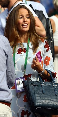 Pregnant Kim Murray cheers on husband Andy at Wimbledon Kim Murray, Man In Love, Wimbledon, Cheer, Husband, Celebrities, Womens Fashion, How To Wear, King