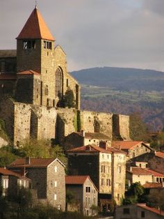 The village de Chanteuges - Haute-Loire dept. -  Auvergne région, France                  .......www.francetoday.com