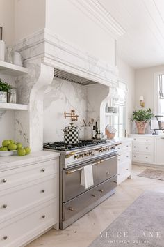 Home Interior Decoration Rachel Parcell& Kitchen Interior Design Photos, Interior Design Kitchen, Interior Ideas, Fixer Upper Style, Kitchen Dining, Kitchen Decor, Home Luxury, Modern Luxury, Bronze Kitchen