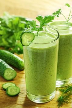 CANCER DIETS - Go Green Daily Detox Juice recipe—a great way to start the morning! - Liver cleansing cancer diet raw food recipes for a healthy liver.