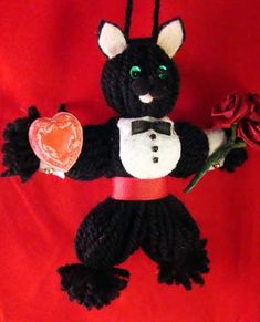 Old-fashioned Yarn Doll as Black Cat Valentine - OCCASIONS AND HOLIDAYS - (I took the lint roller to him when I saw this photo, but you can see the collar on his shirt in this shot so I'm sharing anyway)I've been w Doll Crafts, Yarn Crafts, Crafty Craft, Crafting, Yarn Animals, Christmas Yarn, Yarn Dolls, Crochet Bebe, Cat Valentine
