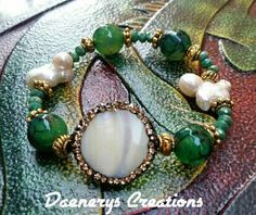 Guarda questo articolo nel mio negozio Etsy https://www.etsy.com/it/listing/272475820/bracciale-elastico-bracciali-mano-perle