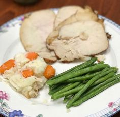 Turkey gravy, potatoes, sautéed green beans and pearl carrots 🥕 this picture is a double protein male weightloss meal or a female maintenance 🥔🥕🍽#sensibleportionsmeals #quotesforlife #instagram #fitfam #lunch #lowcal #lowcarb #lowsodium #motivationalquotes #mealplan #mealprepping