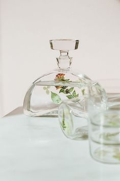 Add some pressed flowers to a beautiful decanter and glasses to dress up your bar cart. This DIY craft is an easy to make hostess gift. Get the full tutorial on Jojotastic.com