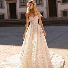 Purity of lace #Berta #vakkowedding #bridal Classic Wedding Dress, Gorgeous Wedding Dress, Dream Wedding Dresses, Bridal Dresses, Girls Dresses, Lillian West, Different Wedding Dresses, Berta Bridal, Pin Up