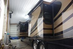 2004 Newmar Essex RVIA - 10055124, Class A - Diesel RV For Sale By Owner in Clear creek, Indiana | RVT.com - 347857 Diesel For Sale, Rv For Sale, Dock Lighting, Motorhomes For Sale, Bloomington Indiana, Window Awnings, Roof Vents, Tank You, Water Filtration System