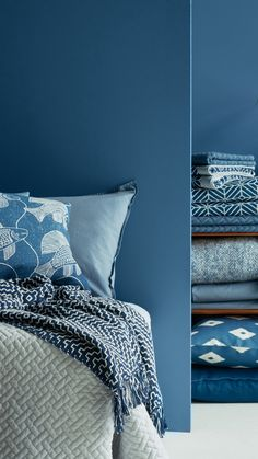 From cool turqoise to deep indigo, every room does well with a touch of blue. | H&M Home
