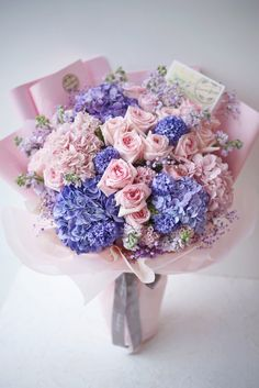 Boquette Flowers, Flower Bouqet, Evergreen Flowers, Beautiful Bouquet Of Flowers, Luxury Flowers, Floral Bouquets, Funeral Flower Arrangements, Flower Arrangements Simple, Flower Box Gift