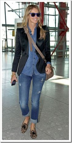 Elle Macpherson in Double Denim - Celebrities in Denim Jeans Over 50 Womens Fashion, Fashion Over 40, Look Fashion, Denim Fashion, 50 Fashion, Classic Fashion, Curvy Fashion, Couture Fashion, Hijab Fashion
