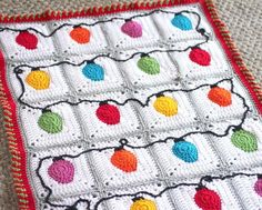 Crochet Christmas Lights Blanket (and candy cane border) - free pattern at Repeat Crafter Me. Christmas Crochet Blanket, Christmas Afghan, Christmas Crochet Patterns, Holiday Crochet, Blanket Crochet, Crochet Santa, Crochet Cushions, Crochet Pillow, Bag Crochet