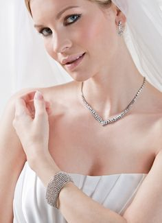 The perfect bracelet for wedding outfits and for evening events, a sparkling delight! (66707)